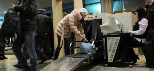 Авиа- и ЖД-пассажиров не пустят на рейс без досмотра вещей