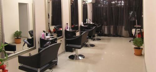 Минпромторг заставит регионы открывать магазины, кафе и парикмахерские по плану