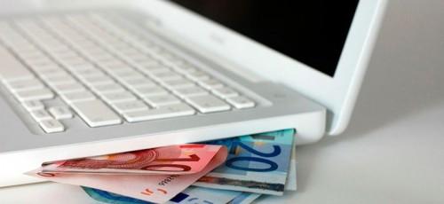 Обменивать валюту через интернет-банки стали чаще