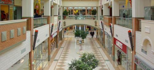 В Уфе на одного жителя приходится 0,49 кв. м торговых центров и всего лишь 0,06 «квадрата» качественных офисных площадей
