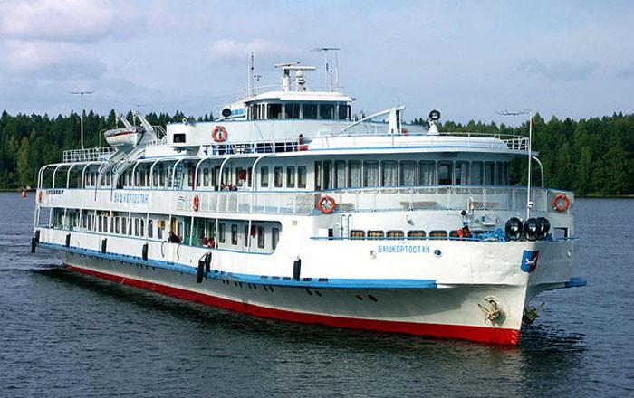 Волжское пароходство начало подготовку судов к навигации 2013 года