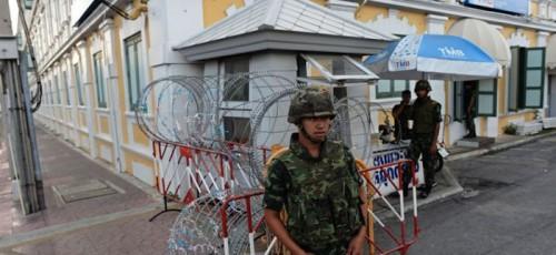 На курортах Таиланда объявлен комендантский час