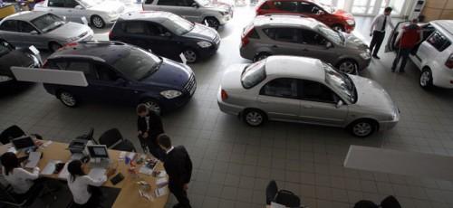 Автодилеров ожидает спад спроса на рынке