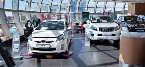 Продолжается весеннее снижение цен на автомобили. За год на новые легковые авто россияне потратили почти 2,5 трлн рублей