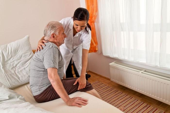Уход за лежачими пожилыми больными видео