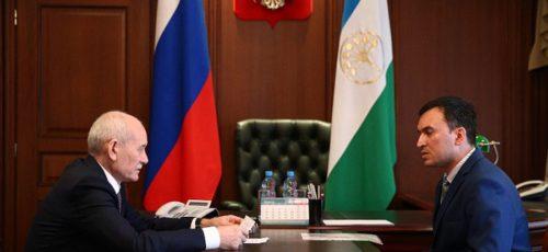 Рустэм Хамитов призвал больше работать и меньше критиковать власть