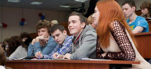 Много школьников, но мало студентов. Почему в республике в ближайшее время не создадут новые университеты?