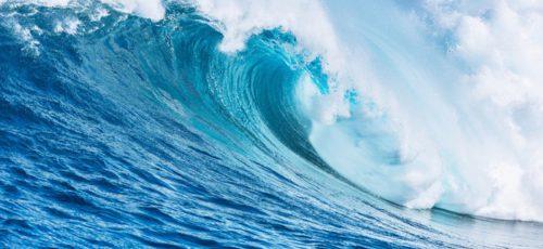 Была бы я художником, взяла бы все оттенки синего и написала морской пейзаж