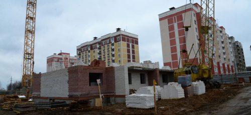 Ученые и преподаватели начали сами строить для себя дома. Удешевить жилье удается благодаря землям, полученным от государства, и отсутствию девелоперов