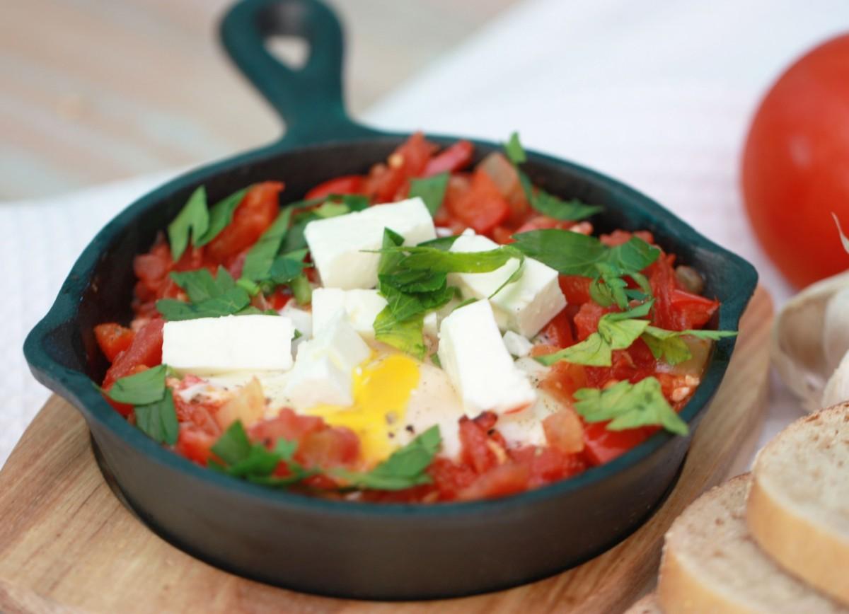 Простые рецепты шакшуки с мясом и сыром