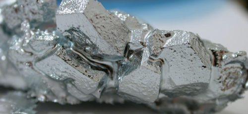 Китайские ученые создали робота из жидкого металла, который способен изменять форму