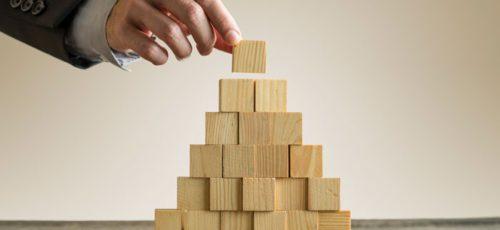 Жесткий трэш: почему деятельность финансовых пирамид в стране до сих пор не могут оперативно пресекать, и мошенники в итоге зарабатывают на доверчивых вкладчиках миллиарды?