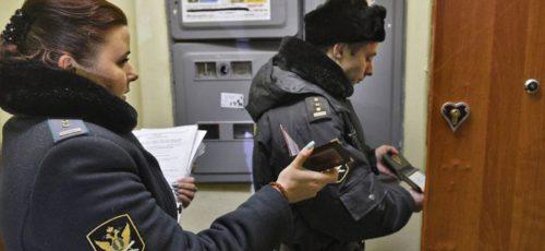 Счетная палата России раскритиковала работу судебных приставов. Они не успевают взыскивать долги с физлиц, а взаимодействие с налоговиками и ГИБДД оставляет желать лучшего, полагают аудиторы