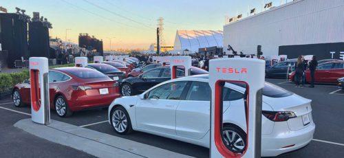 Tesla начала принимать предзаказы на бюджетную версию электромобиля в линейке Model 3