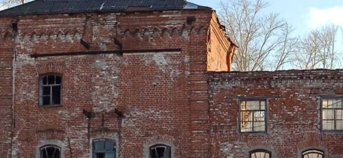Представителей стерлитамакской администрации и управления по охране памятников архитектуры не пустили к разрушаемой 120-летней церкви. Активисты о ситуации