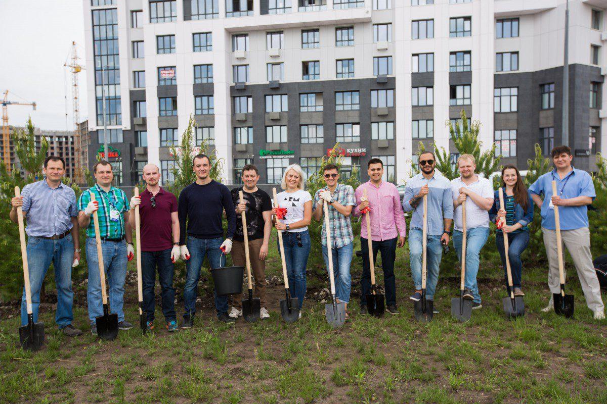 В Квартале Энтузиастов посадили сосновую аллею «Лидеров России»