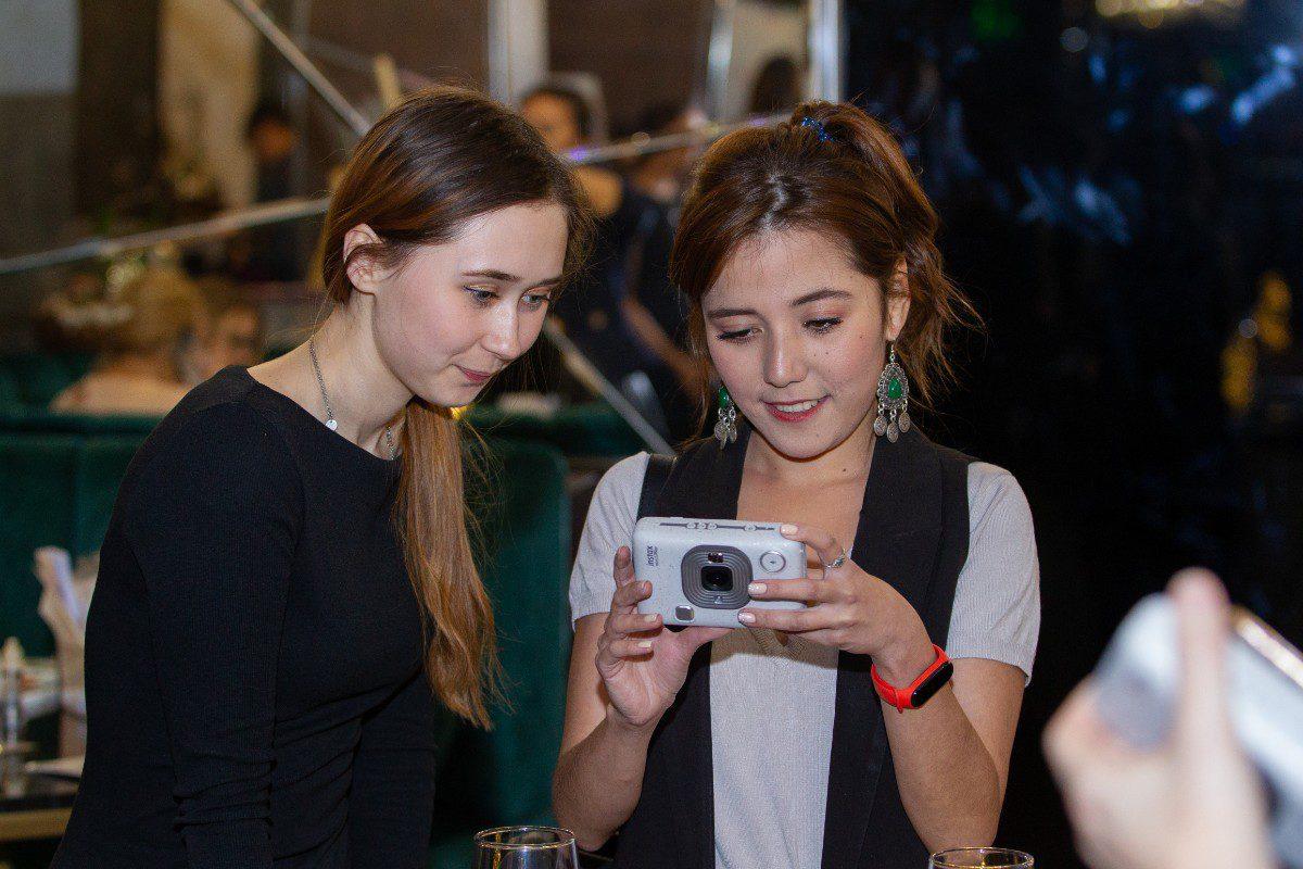 Instax mini LiPlay – новая эра моментальной фотографии